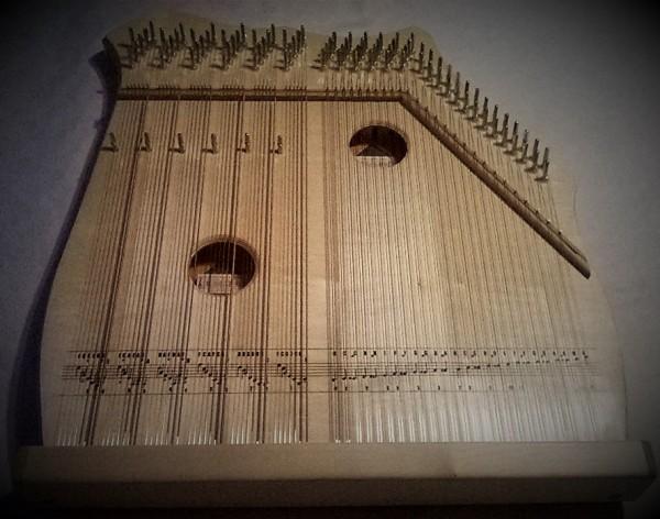Ahorn Akkordzither mit 6 Akkorden und 52 Melodiesaiten